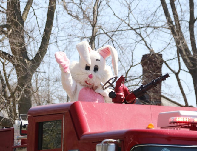 A hello wave from the Easter Bunny.