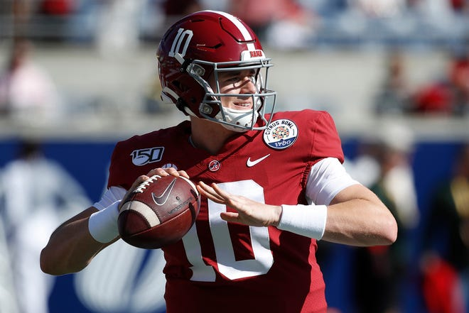 Mac Jones (10) of the Alabama Crimson Tide warms up prior to the Vrbo Citrus Bowl against the Michigan Wolverines at Camping World Stadium on Jan. 1, 2020 in Orlando, Florida. (Joe Robbins/Getty Images/TNS) ORG XMIT: 12842862W