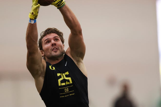 Former Oregon safety Brady Breeze participated in the program's pro day last Friday in the Moshofsky Center.