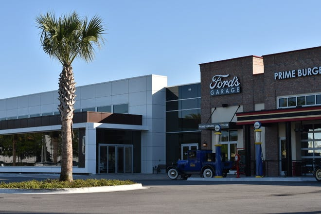 Bozard Ford Lincoln in St. Augustine, Florida opened a Ford's Garage next to the showroom, allowing patrons to access the restaurant from an outside entrance or from inside the dealership. It opened in September.