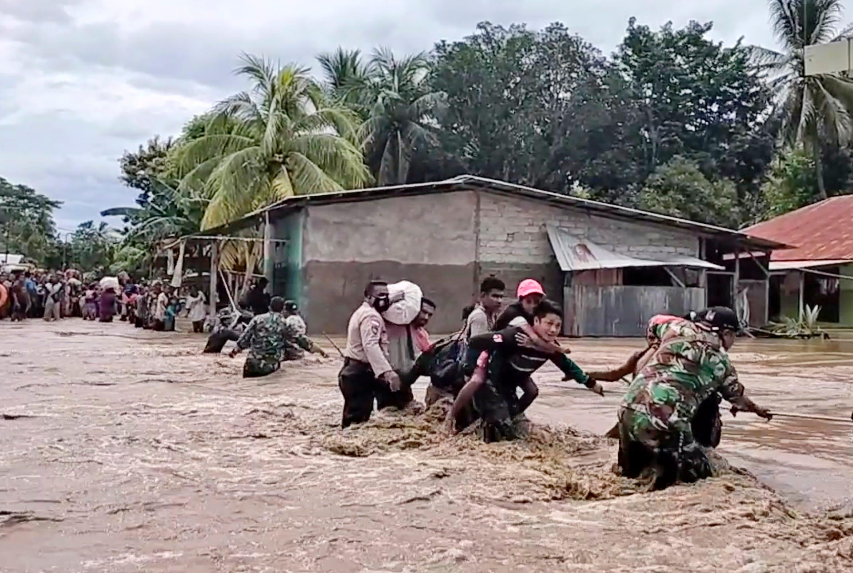 Indonesia landslides, floods kill 55 people; dozens missing 1