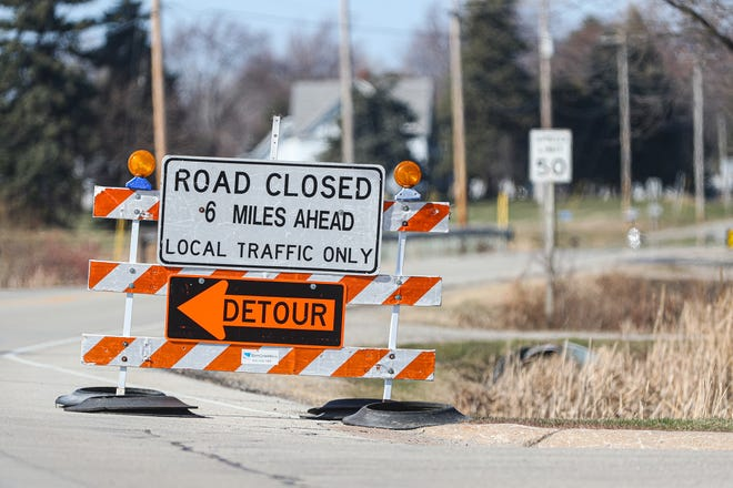 A road construction sign advises of a road closure on Highway 45 between Fond du Lac and Oshkosh.