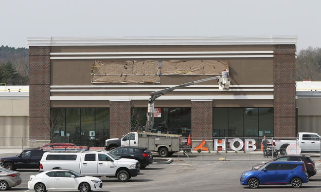 Hobby Lobby will open its new store in Zanesville on Wednesday. The location, next to Big Lots on Maple Avenue, will replace the location in the Northpointe Center.