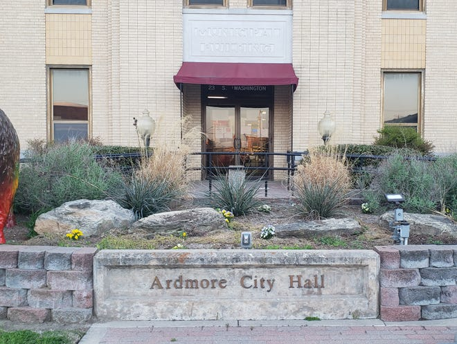 The Ardmore City Commission voted three to one to rescind and repeal the resolution calling for face coverings to be worn in indoor public spaces. Though no longer required by the city, individual businesses can opt to require masks if they so choose.