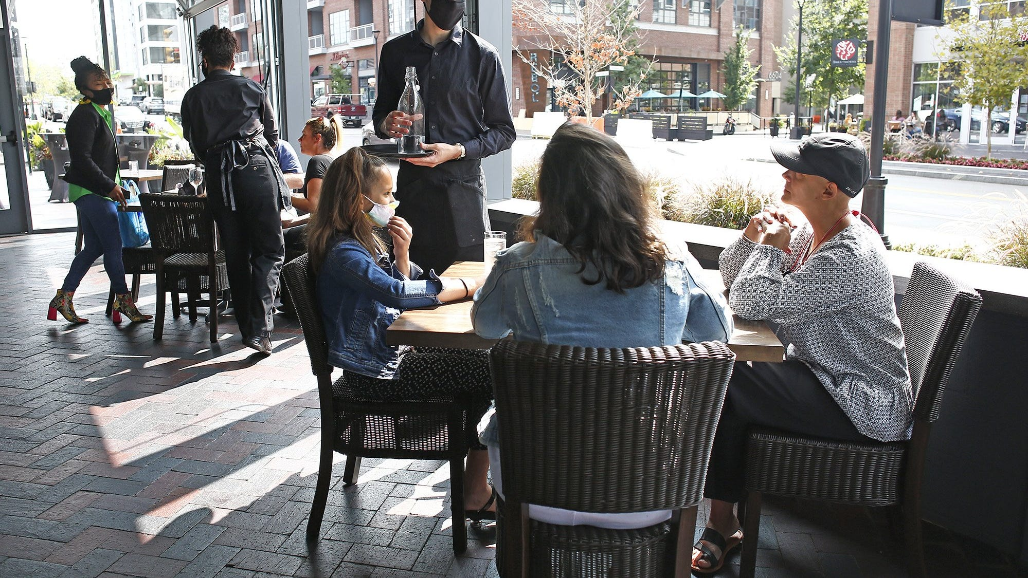Central Ohio cities embrace outdoor drinking areas