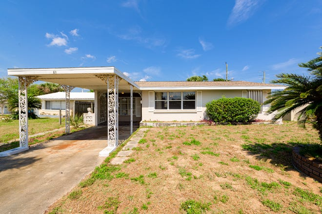 Walk to the shore, as well as neighborhood restaurants and amenities, from this turnkey bungalow in Ormond Beach.