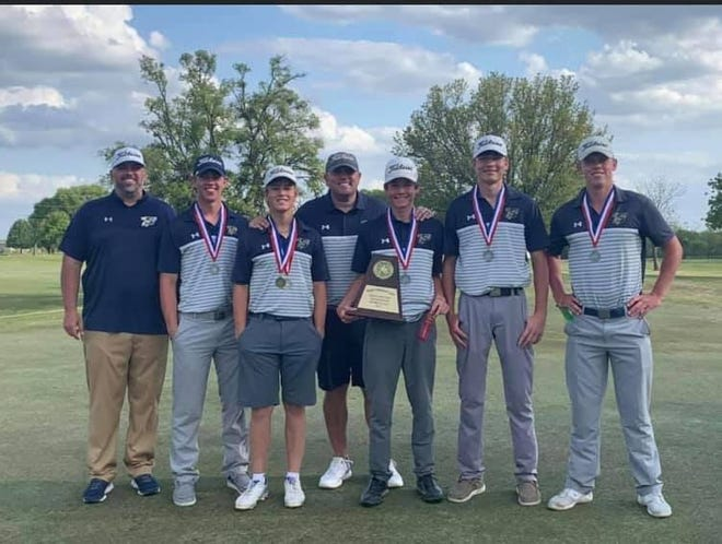 The Stephenville High School Yellow Jackets golf team finished second in the district on Monday in Gatesville, advancing to the 4A-R1 Regional Tournament. Senior Hunter Rudloff is the District 6-4A Champion, with Tyler Heller finishing fourth and Grayson Traweek at sixth.