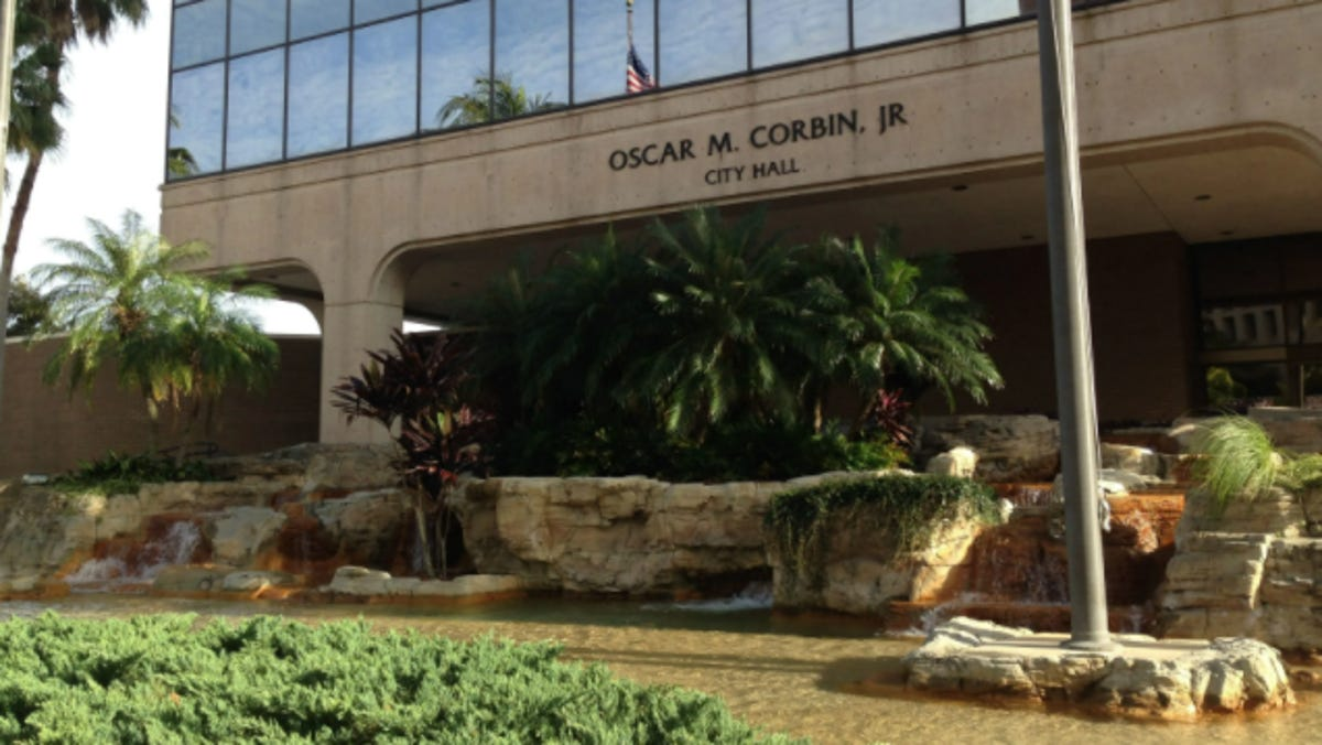 Fort Myers City Hall locked up during interviews of manager candidates 1