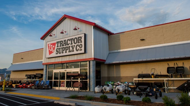 Tractor Supply Co. , a Nashville-based national home improvement and rural lifestyle retail chain with 1,923 stores in 49 states, is opening stores this year in former Shopko Hometown store buildings in Kewaunee and Oconto.