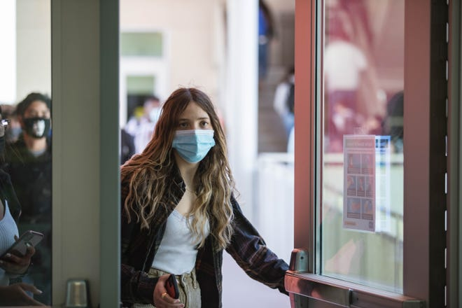 Students walk to class after eating lunch at Centennial High School on the first day of in-person schooling in Las Cruces on Tuesday, April 6, 2021. Las Cruces Superintendent Ralph Ramos on Tuesday, Aug. 3, mandates all must wear masks on Las Cruces Public School campuses starting Aug. 4.