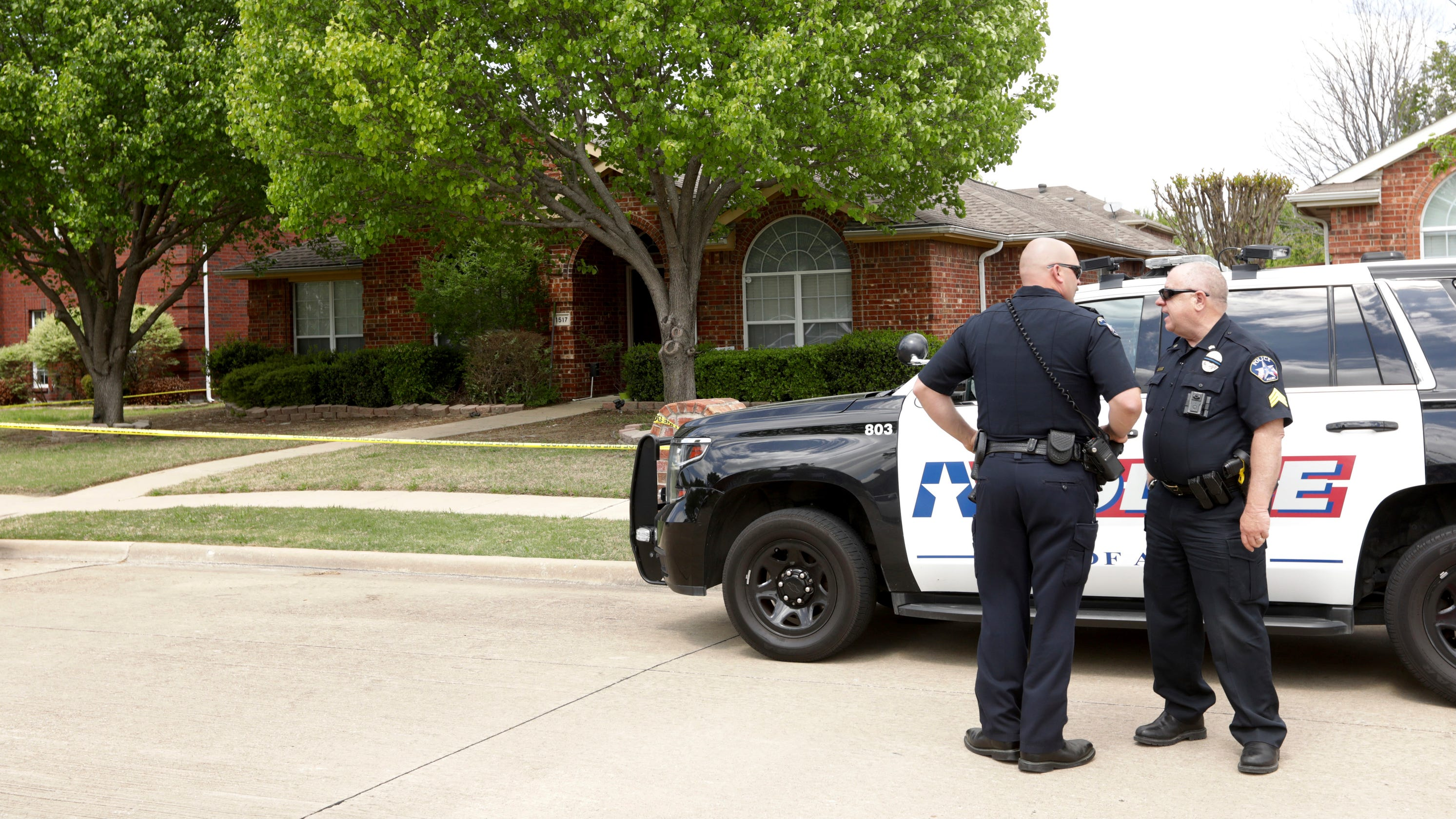 6 family members dead in apparent murder-suicide at Texas home, police say