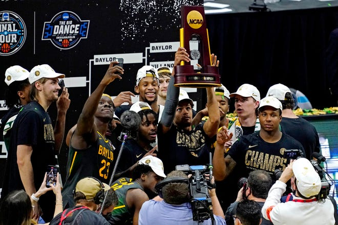 The Baylor Bears savor the moment after beating Gonzaga 86-70 to win the national championship. Baylor is the second team from Texas to win a men's national title.