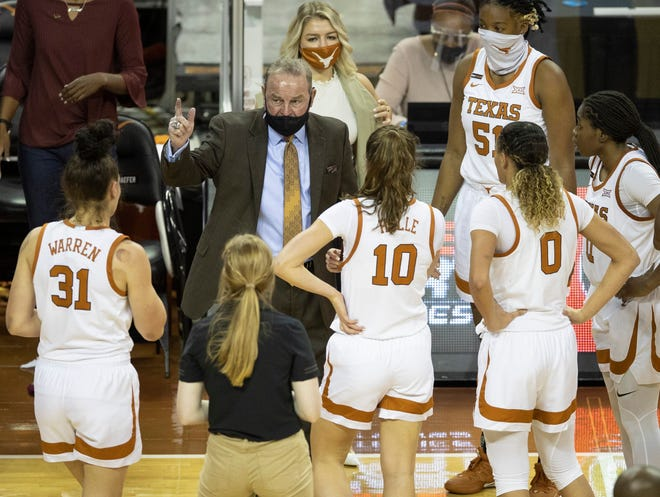 Texas head coach Vic Schaefer talks to his team during a game against Idaho at the Erwin Center on Dec. 9, 2020.
