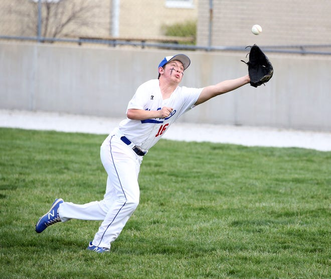 New Franklin right fielder Zac Vollrath-Roth dives for a ball Tuesday night against Sturgeon in CAC action at New Franklin. The Bulldogs improved to 4-1 on the season by beating Sturgeon 7-3.