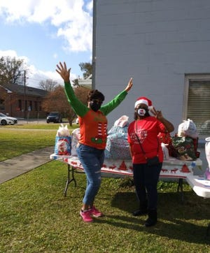 Volunteers help out at Circle of H.O.P.E.'s 2020 Christmas Drive.