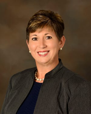 Mount Dora City Manager Robin Hayes