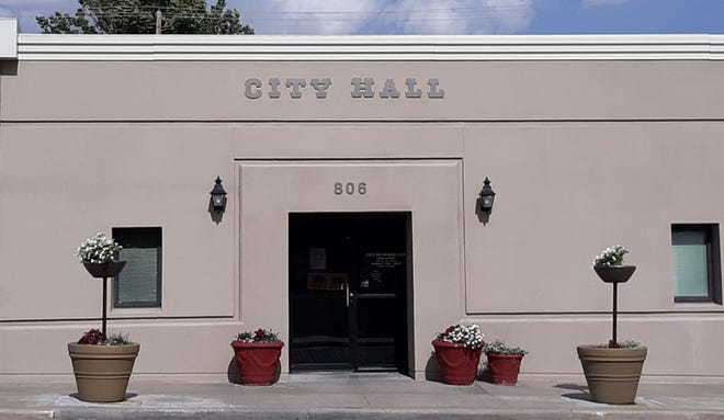City lessens requirements for mask mandate at certain city-owned facilities.