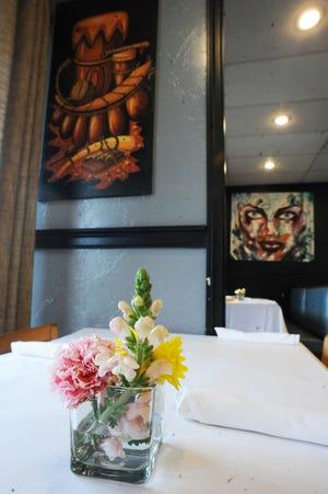 Quarta-feira, 7 de abril de 2021 Luanda Restaurant & Lounge Localizado na 453 Center Procton.