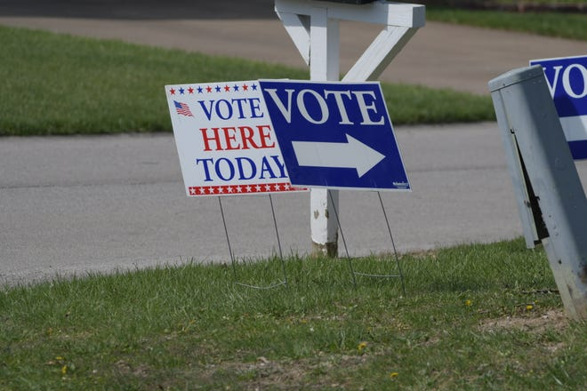 Daily Express photo of voting signs in Kirksville.