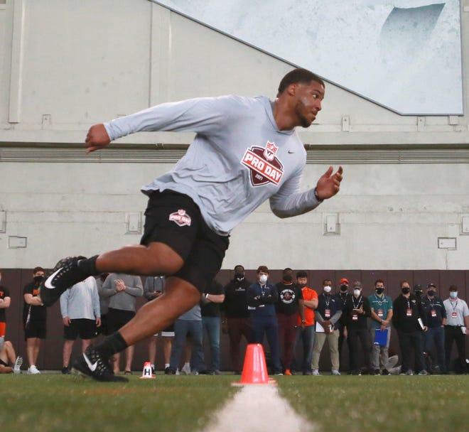 Christian Darrisaw, shown performing an offensive line drill for scouts during the Virginia Tech Pro Day on March 26 in Blacksburg, Va., might be a target of the Patriots during the upcoming NFL Draft.