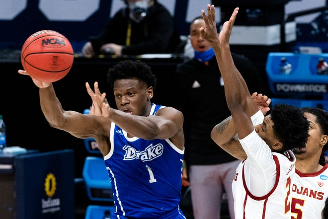 Drake sophomore guard Joseph Yesufu, left, announced Wednesday his intention to transfer to Kansas this offseason. A breakout player at the NCAA Tournament, Yesufu averaged 23.2 points while shooting 46.9% from 3-point range and 84.8% from the free-throw line across the Bulldogs' final nine games.