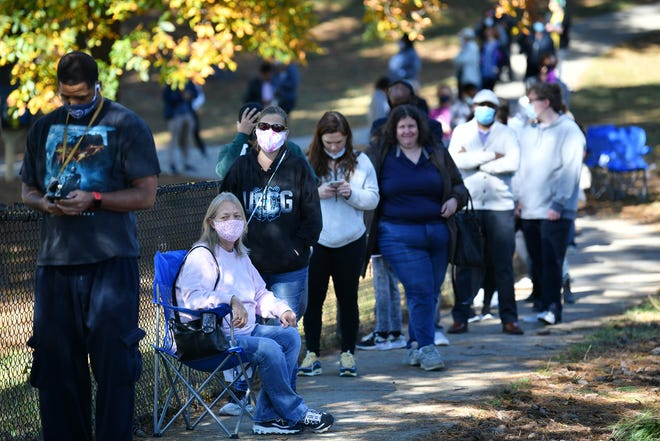 Voters wait to cast ballots in Duluth, Georgia on the last day of early voting on Friday, Oct. 30, 2020. The new state law won't do much to shorten the wait. (Hyosub Shin/Atlanta Journal-Constitution/TNS)