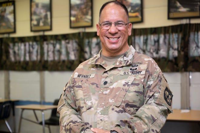 Lt.  Col. Alberto Nevarez leads the Umatilla High School Jr. ROTC.