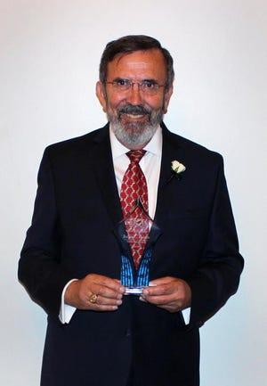 """João Feitor na altura que foi agraciado com o prémio """"Credit Union Heroes"""" atribuído por Banker and Tradesman."""