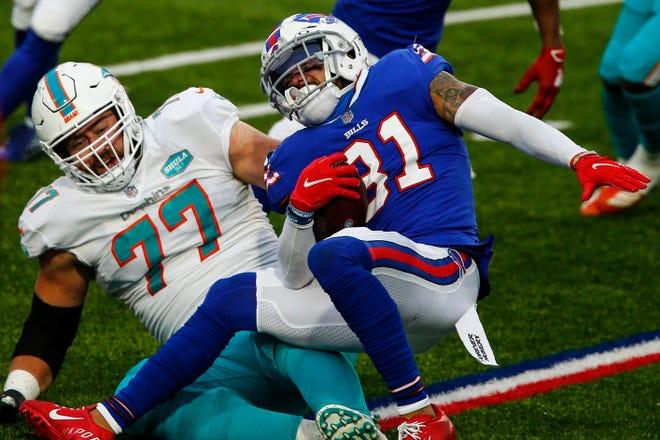 Dean Marlowe (31) yang baru di Lions aman mengumpulkan dua intersepsi musim lalu dengan Bills, keduanya datang di final musim reguler melawan Dolphins.