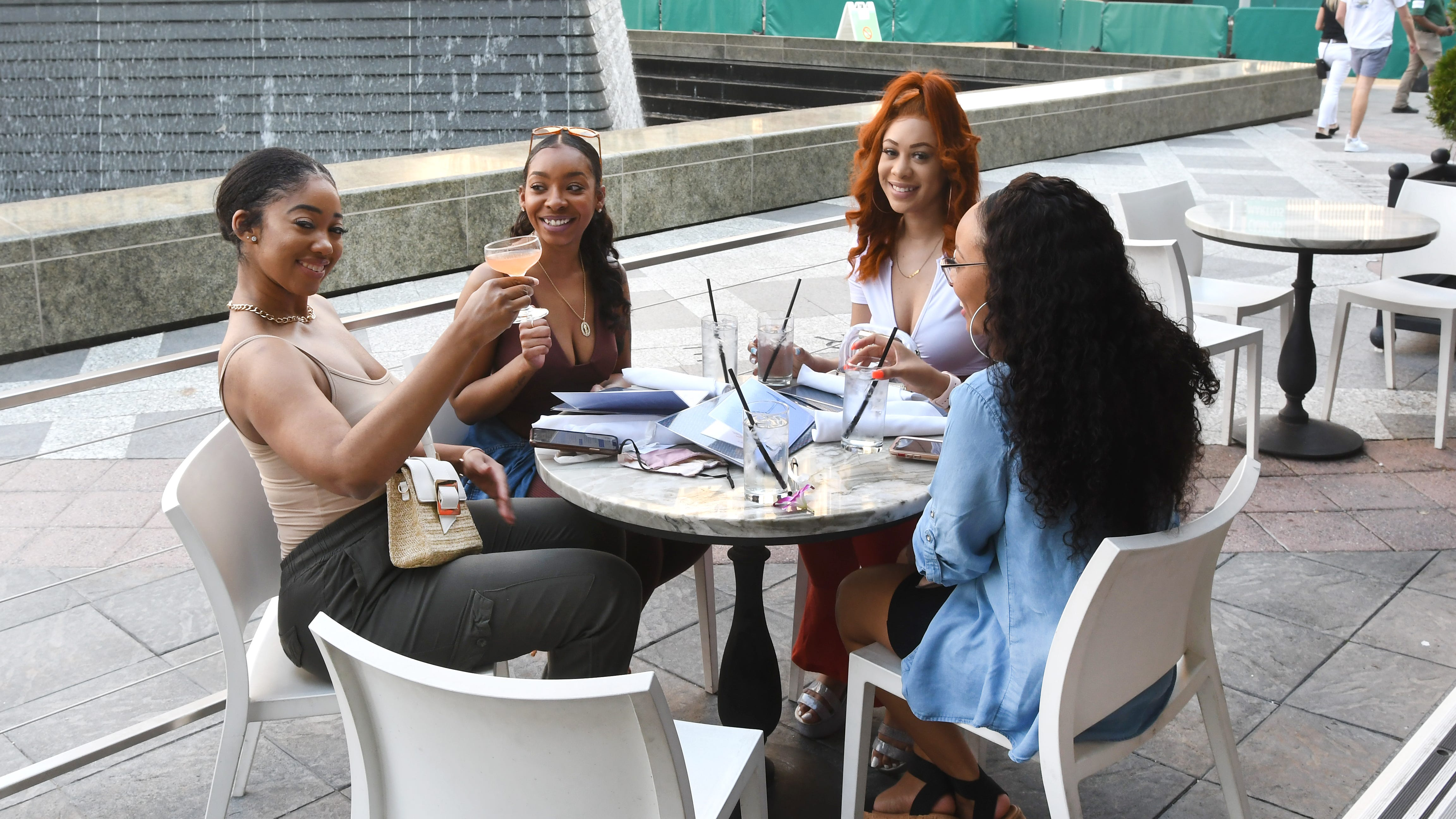 Urban oasis: Beautiful outdoor dining in the city