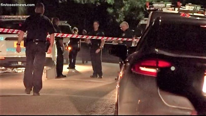 Officers investigate a Thursday-night homicide on Allendale Circle.