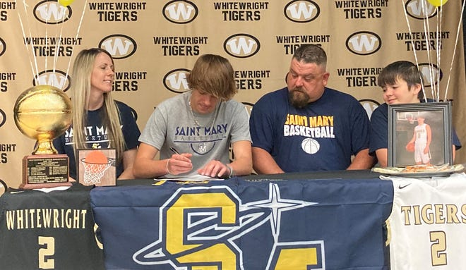 Whitewright's Aaron Pitt signs to play basketball for the University of Saint Mary.