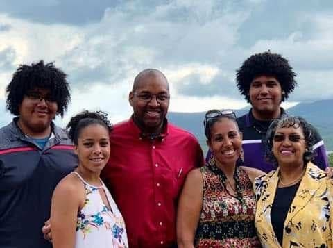 Eric Gash, center, poses with his family, from left, Kelan (his eldest son), Maya (his youngest daughter), Katy (his wife of 25 years), Jacob (his youngest son) and Betty ( his mother).