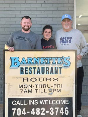 Kevin and Kelly Nunns pose with Gary Barnette at their grand opening.