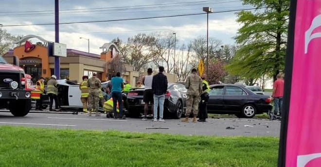 1 killed in 3-vehicle wreck on Fort Campbell Boulevard April 8, 2021.