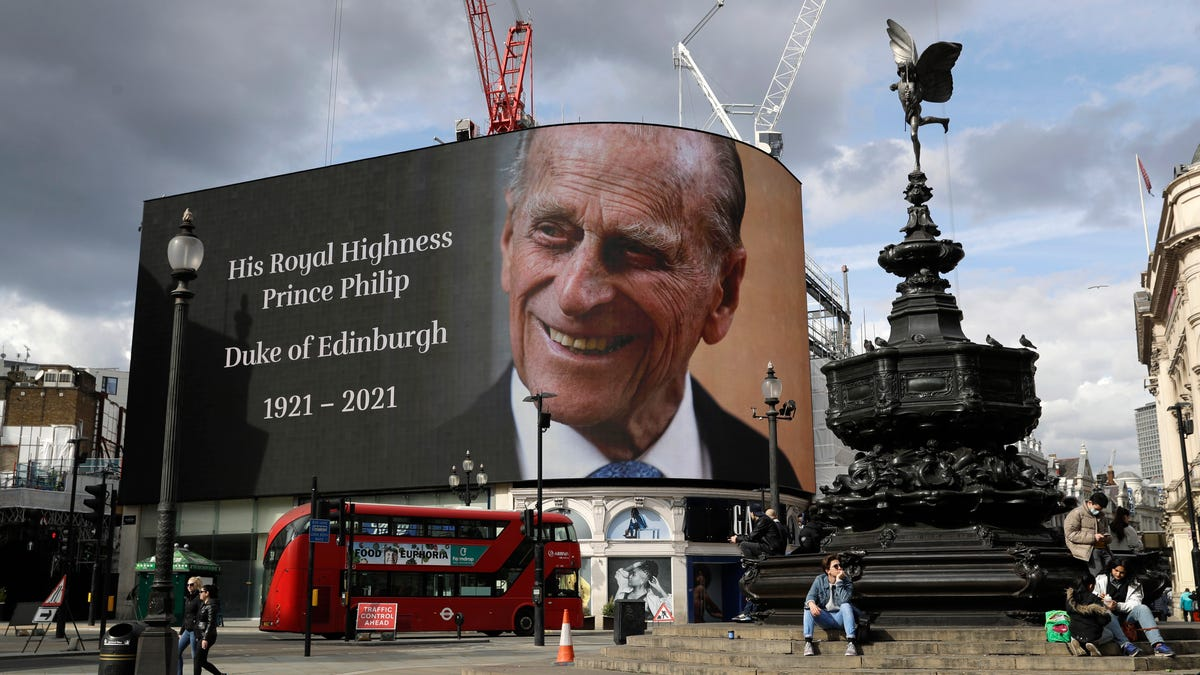 UK mourns Prince Philip; leaders honor his service to queen 3