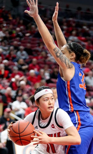Boise State wing Jade Loville, right, is transferring from Boise State to Arizona State women's basketball.