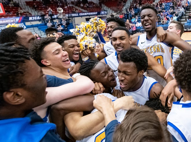 Vincennes players cheer after defeating Ranger College 87-77 in the NJCAA Tournament championship, Saturday, March 23, 2019.