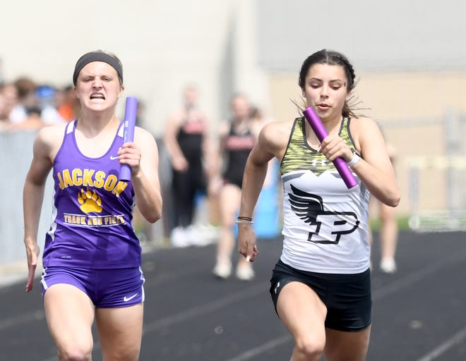 Jackson's Kayla Kelley and Perry's Kendal Fisher run Girls 4X100 Meter Relay in the Dave Clegg Invitational 2021