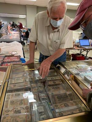 Ο βετεράνος πολεμιστής του Βιετνάμ και ο συλλέκτης χαρτονομισμάτων Vernon Valance έχει συνδεθεί με χαρτονομίσματα από τις αρχές του 20ού αιώνα.