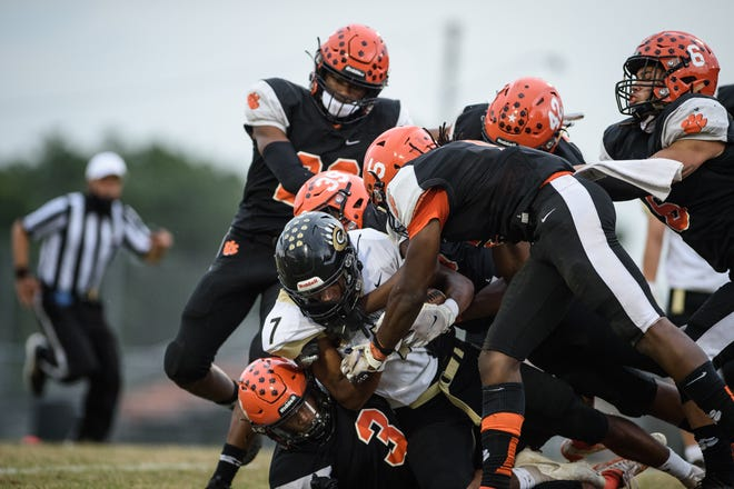 South View and Jack Britt are set for a first-round matchup in the 2021 spring high school football playoffs. The teams split a pair of meetings in 2019.