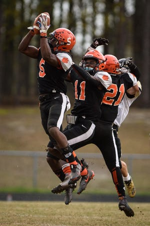South View senior Ahmir Ashley (5) had three takeaways in the Tigers' 40-21 victory against Gray's Creek on Friday.