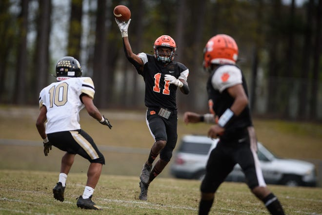 South View's Jamareese Ray passes the ball to Cedavion Wimbley during the first half against Gray's Creek on Friday, April 9, 2021, at South View High School.