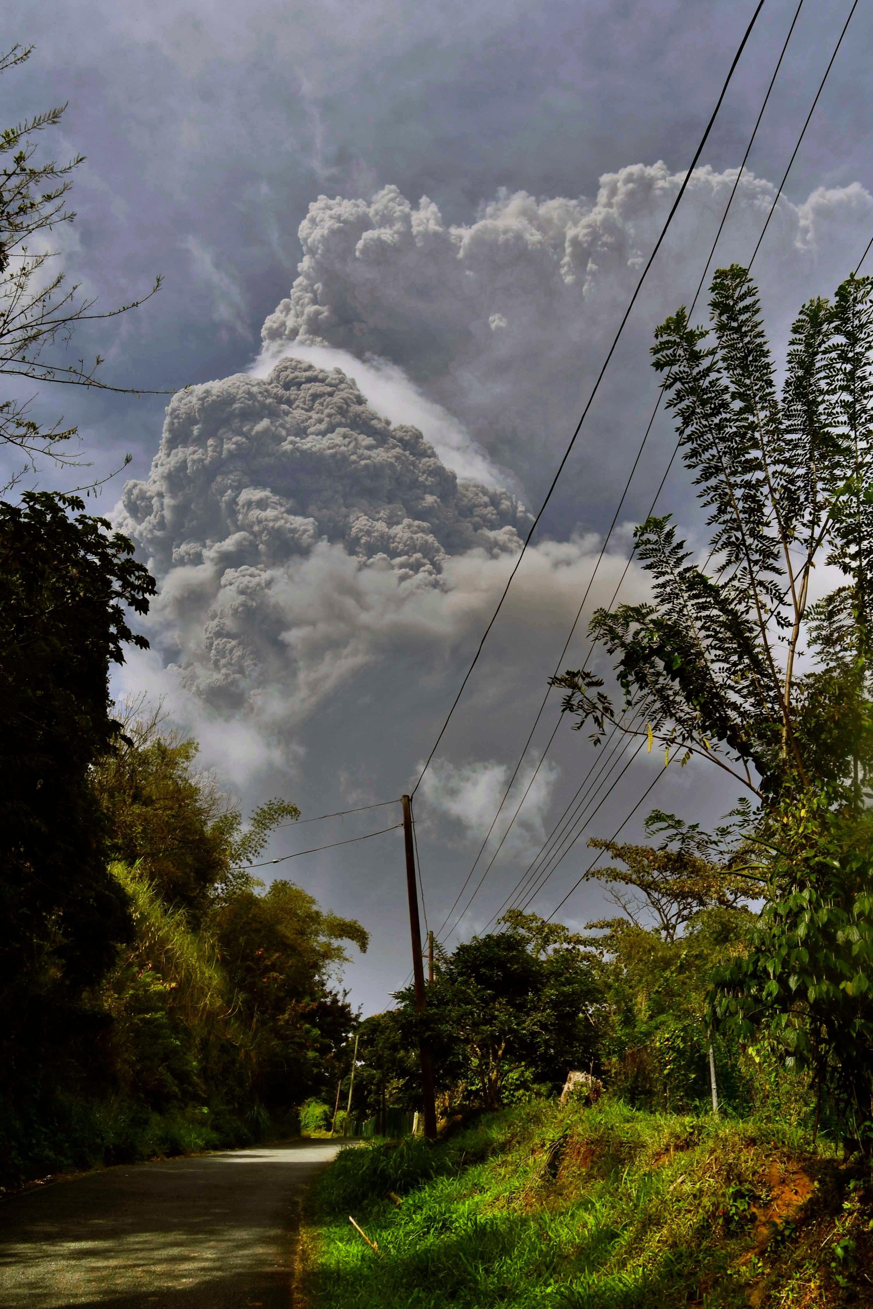Explosive eruption rocks volcano on Caribbean's St. Vincent 1