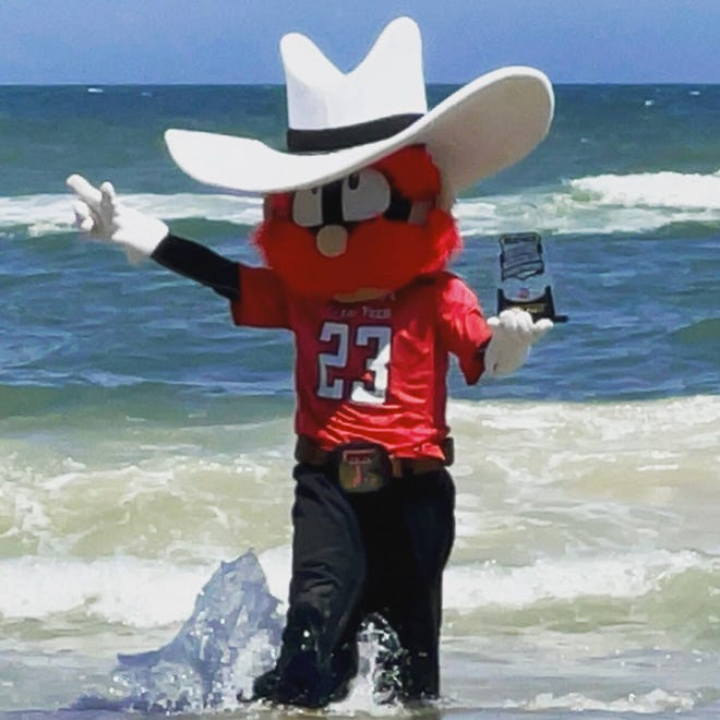 Raider Red celebrating his first-ever national championship.