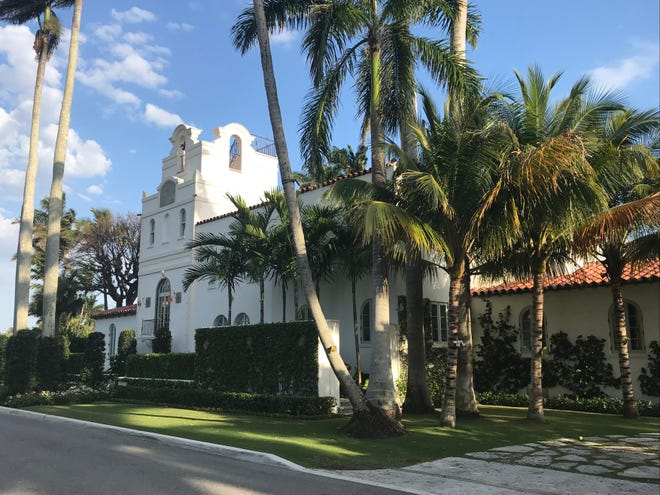 Hogarcito, the landmarked house built at 17 Golfview Road in 1921 by Marjorie Merriweather Post, has undergone a recent top-to-bottom renovation and restoration designed by architect Jacqueline Albarran.