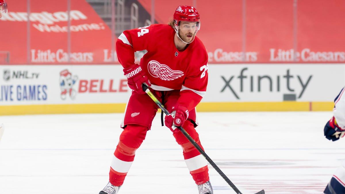 Red Wings deal defenseman Jon Merrill to Montreal for draft pick, prospect Hayden Verbeek 2