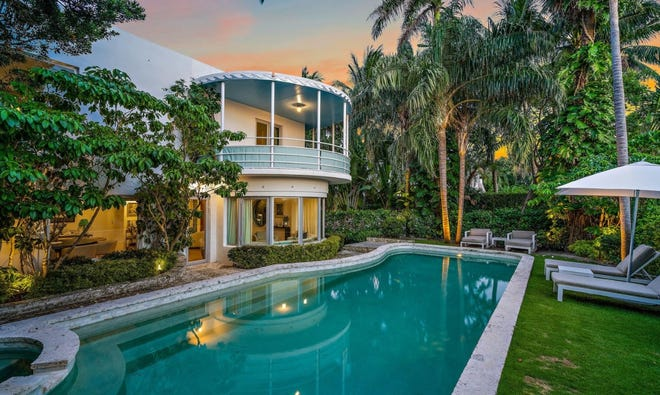 Built in 1937, an Art Moderne-style lakefront house at 1221 N. Lake Way has been sold by developer Todd Michael Glaser and his wife, Kim, who renovated it and used it as their residence after buying it in 2017.
