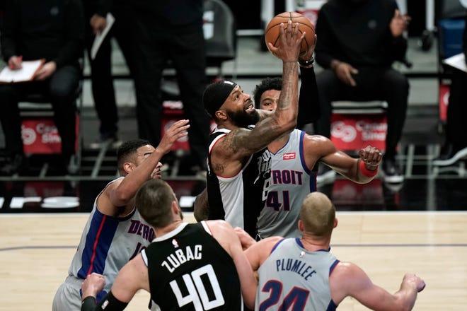 Mantan Piston Marcus Morris Sr., tengah, mencetak 33 gol untuk memimpin Clippers melewati bekas timnya pada Minggu malam.