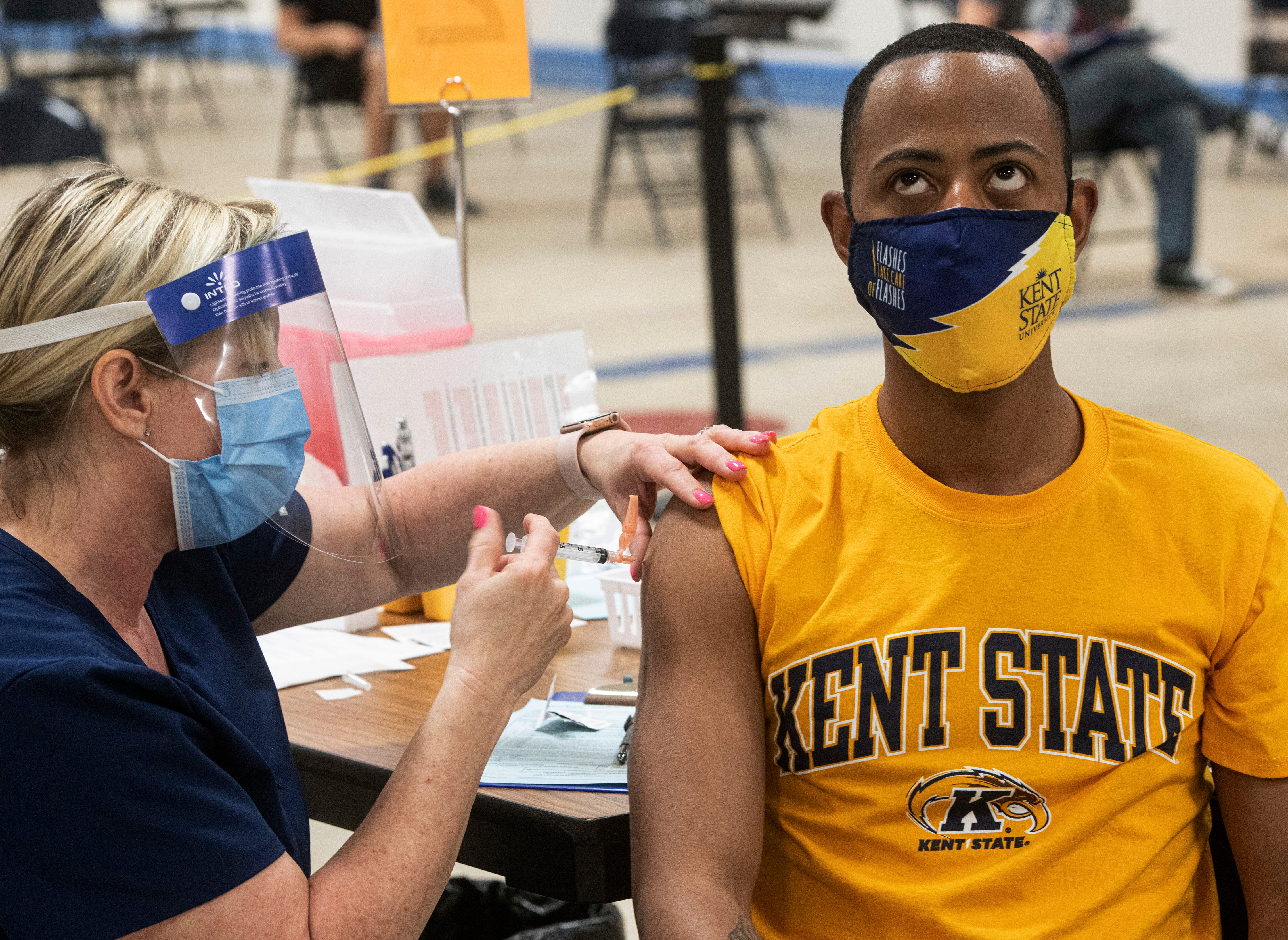 US colleges divided over requiring student vaccinations 1